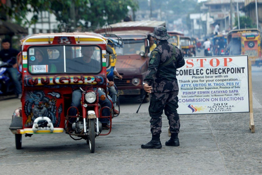 (File pix) A Philippine government soldier mans a checkpoint a day after the plebiscite on the Bangsamoro Organic Law (BOL) in Jolo town, in the volatile island of Sulu, southern Philippines, 22 January 2019. On 21 January, over two million Filipinos voted in a referendum to ratify a much-awaited peace agreement with Islamist separatists for creating an autonomous region in restive Mindanao of the Philippines. The plebiscite asked voters if they backed the Bangsamoro Organic Law on creating a self-ruled region to end decades of separatist conflict in the region. The vote follows an agreement between the government and the Moro Islamic Liberation Front that has been fighting for independence in southern Philippines. EPA