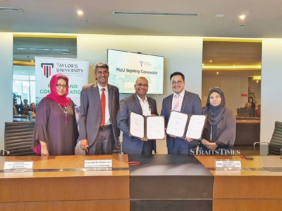(From left) Dr Latifah Pawanteh, Professor Dr Neethiah Ari Ragavan, Professor Dr Pradeep Nair, Professor Mohd Said Bani C.M. Din and Zalina Abdul Aziz at the memorandum of understanding signing ceremony between Taylor's University and BzBee Consult Sdn Bhd.