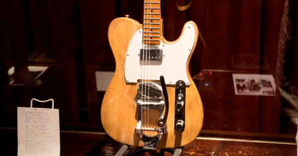 A Bob Dylan guitar fetches RM1.9mil at auction