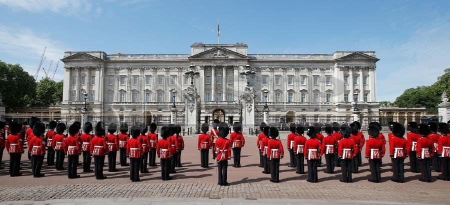 buckingham palace begins clear out before major refit new straits