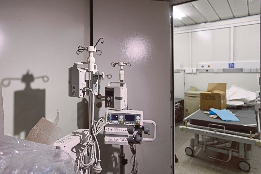 "This photo taken on February 2, 2020 shows an inside view of the Huoshenshan hospital, which means ""Fire God Mountain"", after handed over to China's army in Wuhan in China's central Hubei province. - China's army on February 2 was given control of a nearly-finished field hospital that will treat patients at the epicentre of a deadly virus epidemic that has severely strained medical facilities. AFP"
