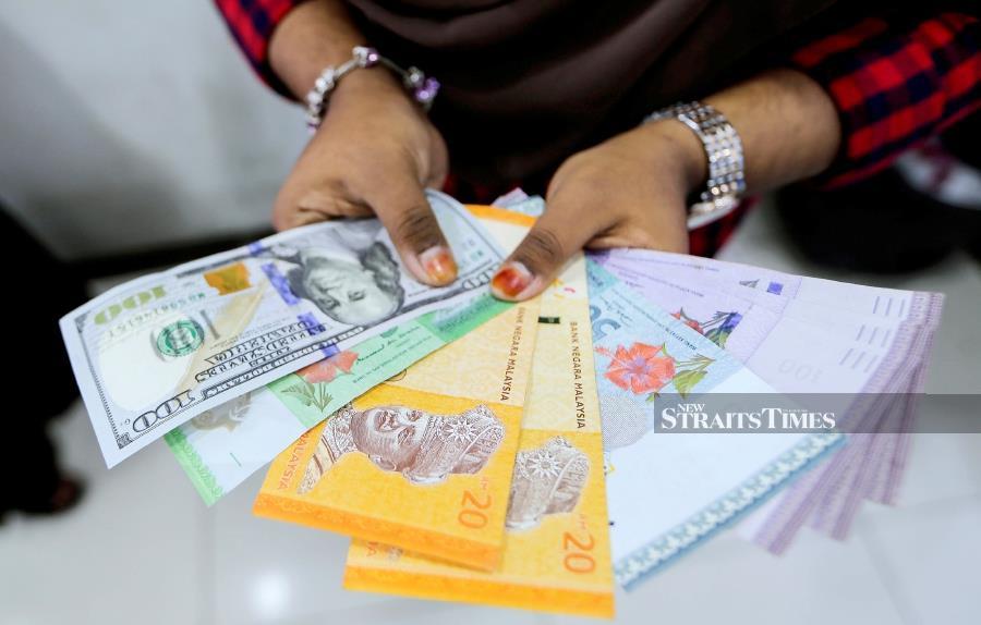 Ringgit Continues Fall Against Us Dollar