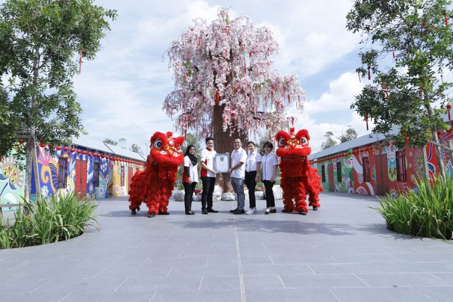 Malaysia's tallest cherry blossom tree replica in Gamuda Cove will be on display until 4 April 2020. Photo courtesy of Gamuda Land