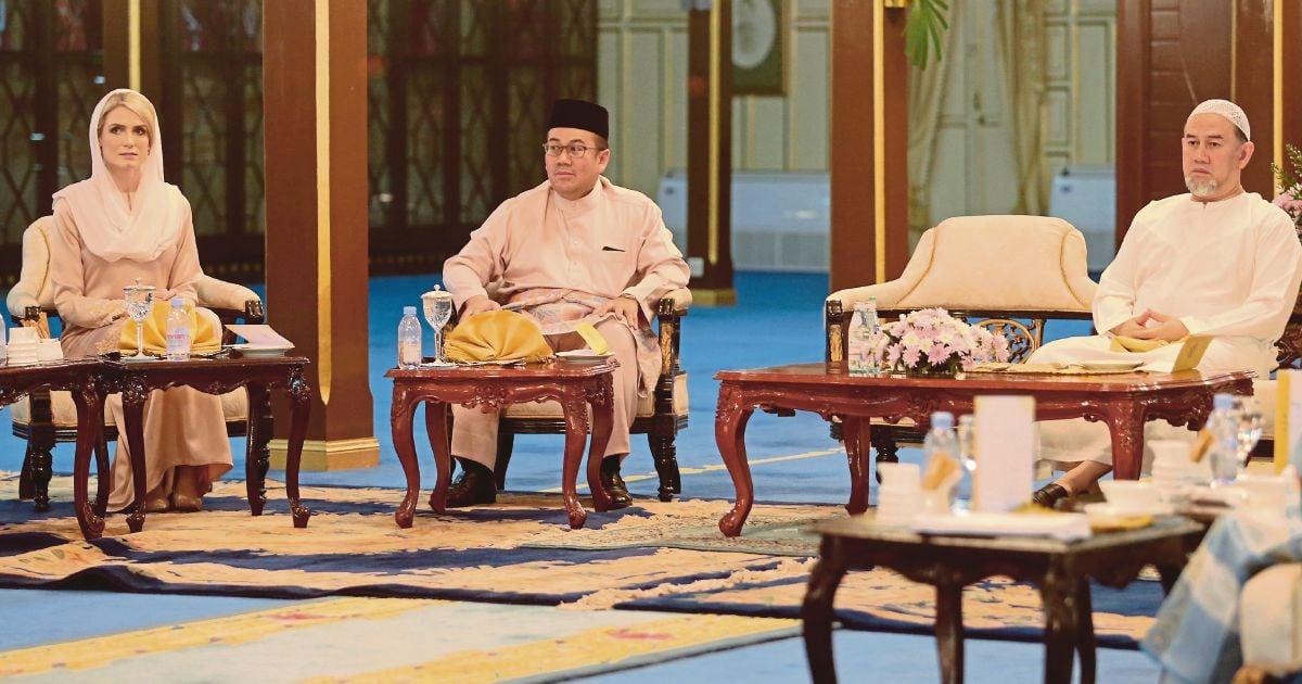 Kelantan Sultan divorces Russian wife