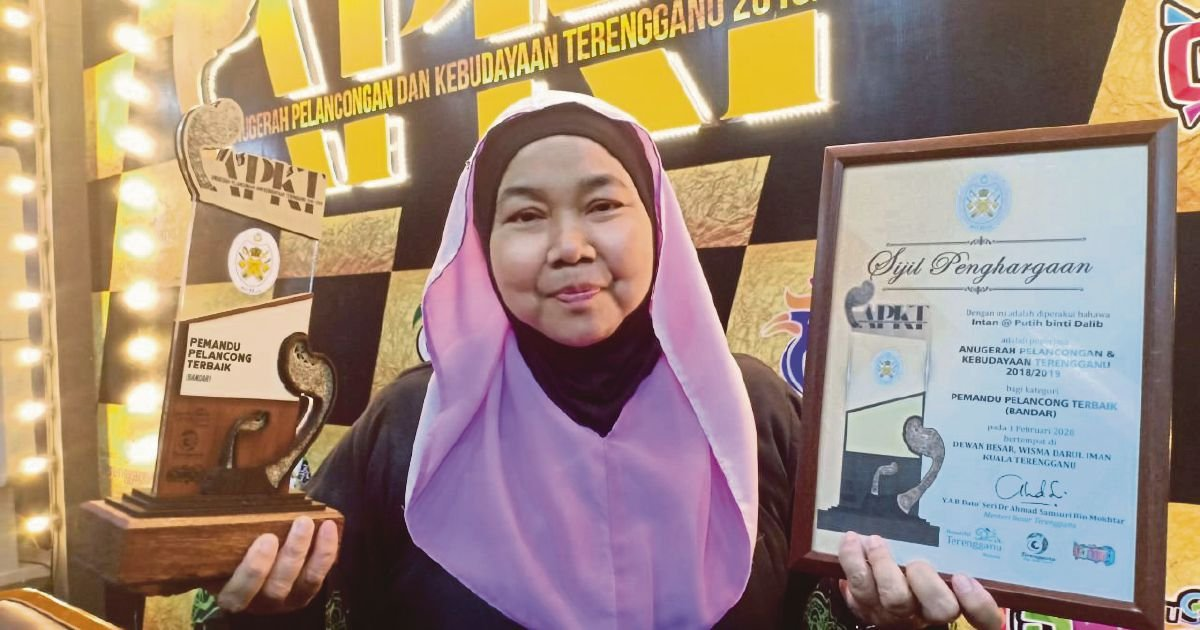 Woman fluent in 3 languages wins T'ganu tour guide award