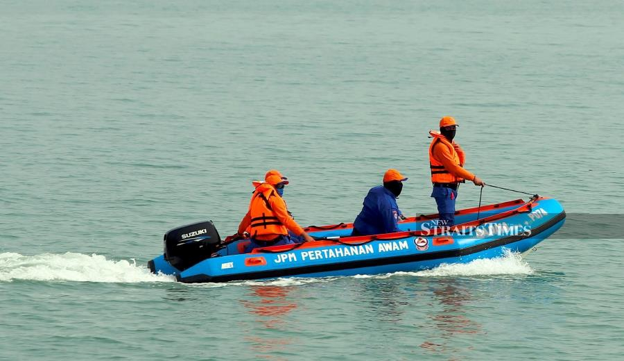 File Photo: The three fishermen, reported missing at sea after their boat experienced engine failure about eight nautical miles off Muka Head near here yesterday, have been found. NSTP /DANIAL SAAD