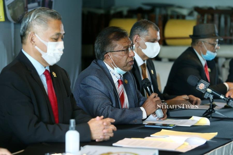 Expressing deep concern, Federal Datuks Council vice-president Datuk Abdul Razak Dawood (2nd from left) said the matter was made worse by such 'datuks' who misuse, misbehave or commit crimes. - NSTP/ROHANIS SHUKRI
