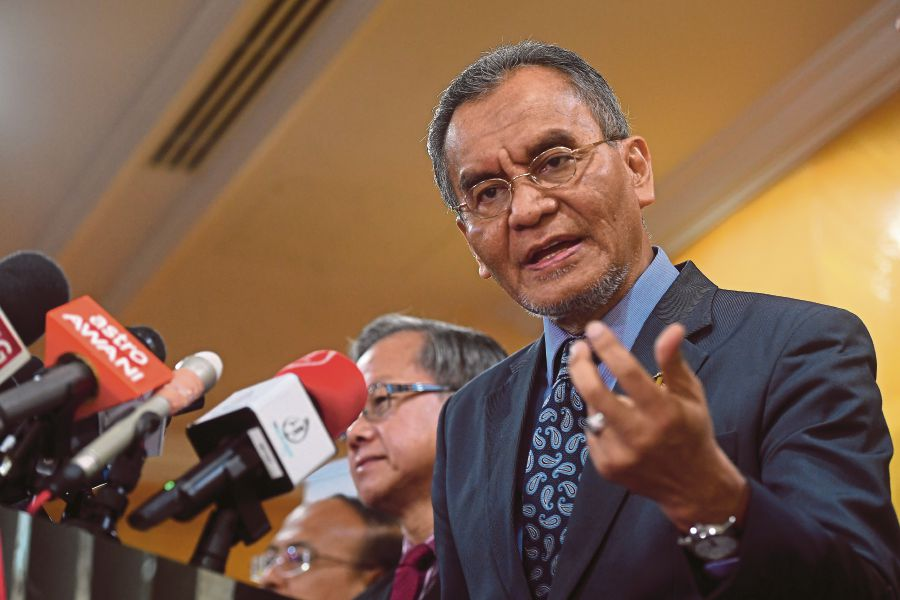 Health Minister Datuk Seri Dr Dzulkefly Ahmad said the present situation does not warrant for such a drastic move as the outbreak is well under control. --BERNAMA