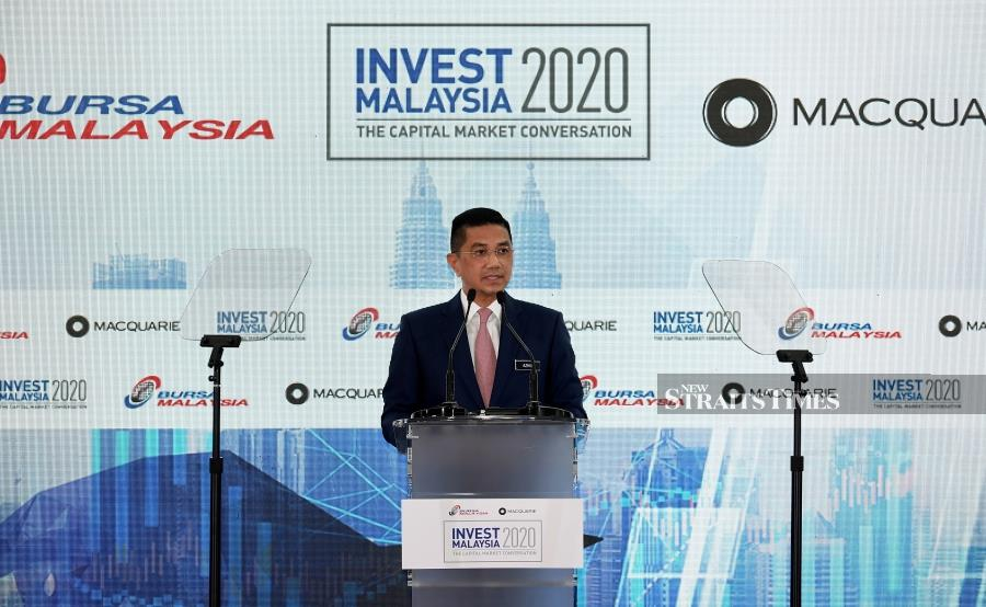 """International Trade and Industry Minister Datuk Seri Mohamed Azmin Ali delivering his speech during the Invest Malaysia 2020 """"Advancing Malaysia: 5G and Industry 4.0 Virtual Series 3"""" at Bursa Malaysia today. - Bernama pic"""