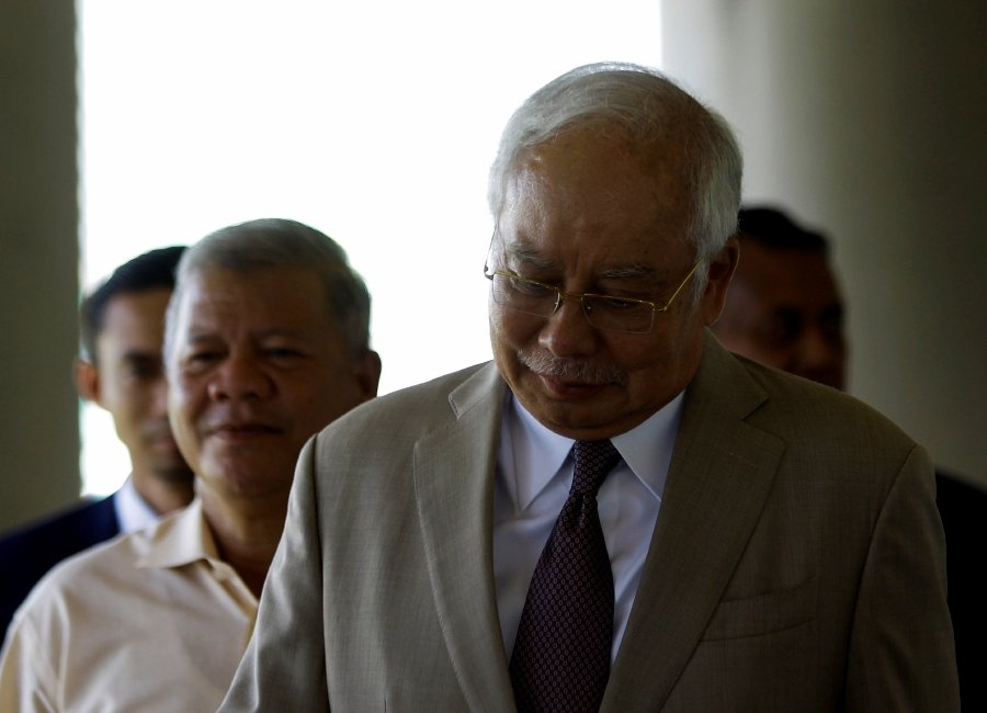 The former Prime Minister shot back at lead prosecutor Datuk V Sithambaram by denying knowledge of any such transaction.-Bernama