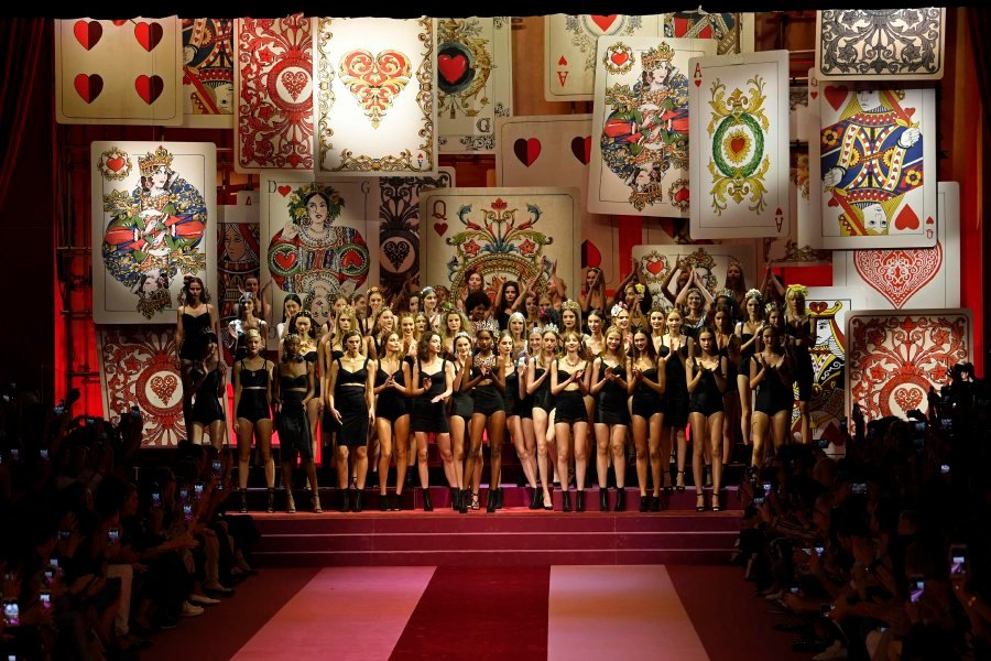 Gigi Hadid rules runway at Tommy Hilfiger London Fashion Week show
