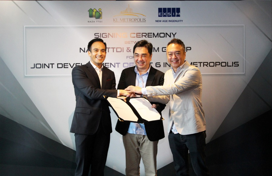 (From left) Naza TTDI Sdn Bhd deputy chairman and group managing director SM Faliq SM Nasimuddin, EXSIM Development Sdn Bhd group managing director Lim Aik Hoe and EXSIM deputy managing director Lim Aik Kiat at the signing of the joint-venture agreement in Kuala Lumpur. Photo courtesy of Naza TTDI.