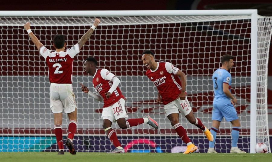 Arsenal strike late to beat wasteful West Ham