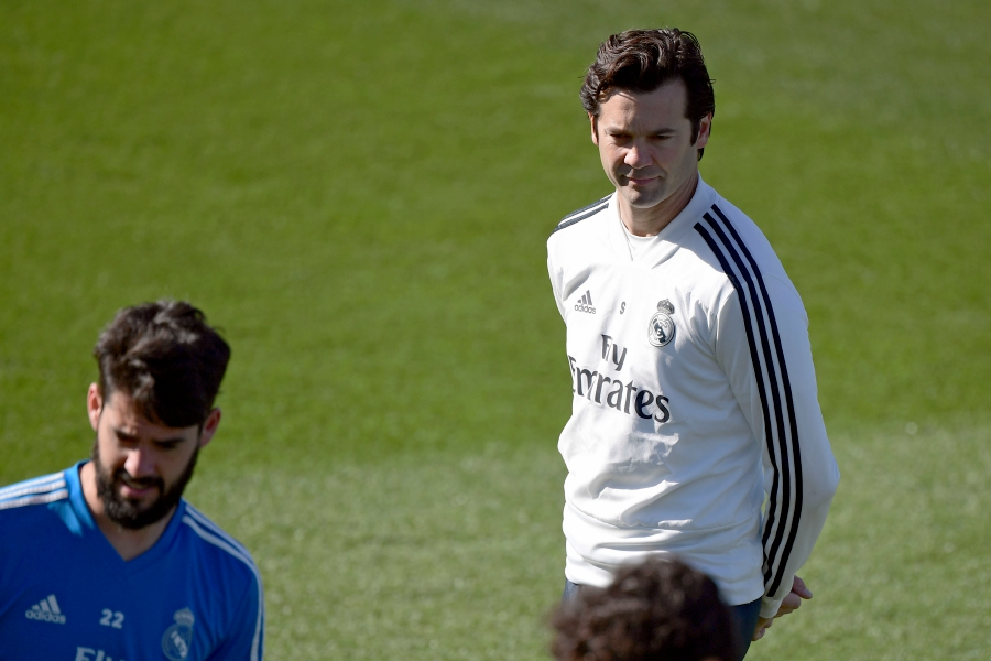 Real Madrid s Argentinian coach Santiago Solari attends a training session  on the eve of the Spanish league