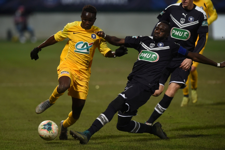 Pau's Senegalian Sabaly Cheikh Tidiane (left) drives the ball during the French Cup football match between FC Pau and Girondins de Bordeaux at the Stade du Hameau Stadium in Pau, southwestern France, on January 16, 2020.-AFP
