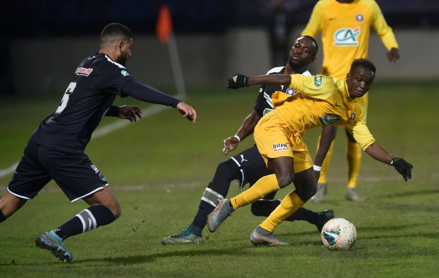 Pau's Senegalian Sabaly Cheikh Tidiane (right) drives the ball during the French Cup football match between FC Pau and Girondins de Bordeaux at the Stade du Hameau Stadium in Pau, southwestern France, on January 16, 2020.-AFP