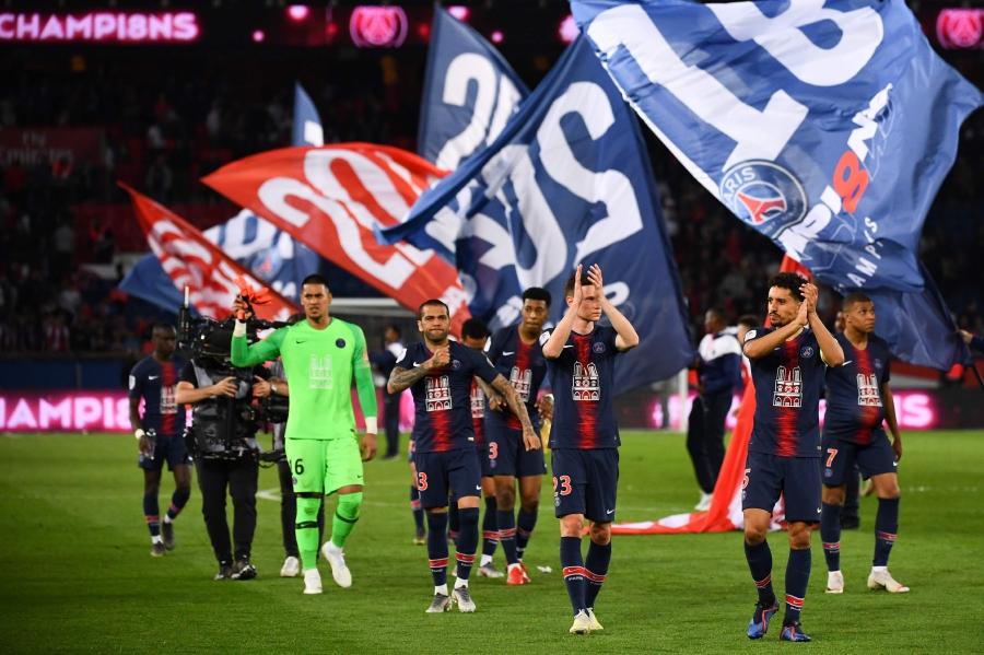 165d2e0807 Paris Saint-Germain's players celebrate after winning the French L1 football  match between Paris Saint-Germain (PSG) and Monaco (ASM) on April 21, ...