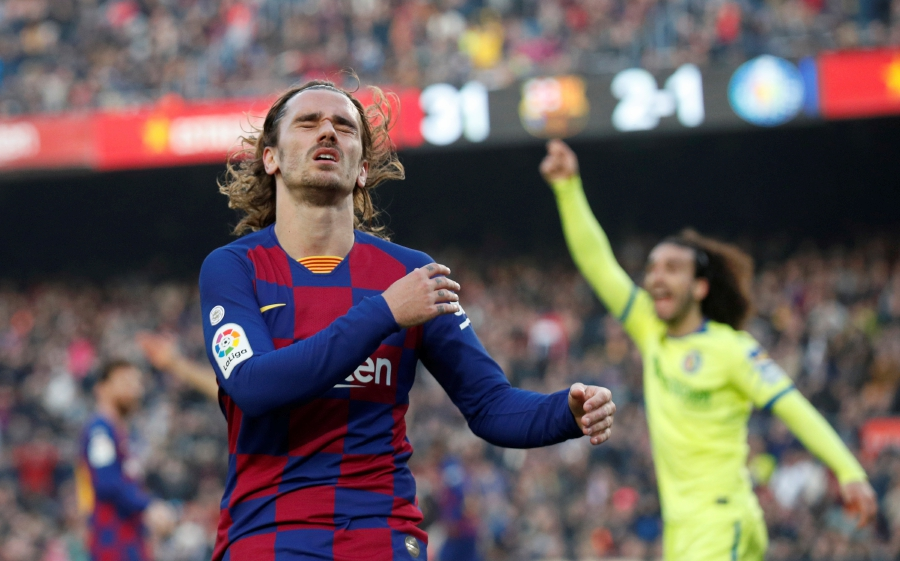 La Liga Santander - FC Barcelona v Getafe - Camp Nou, Barcelona, Spain - February 15, 2020 Barcelona's Antoine Griezmann reacts after missed chance REUTERS/Albert Gea