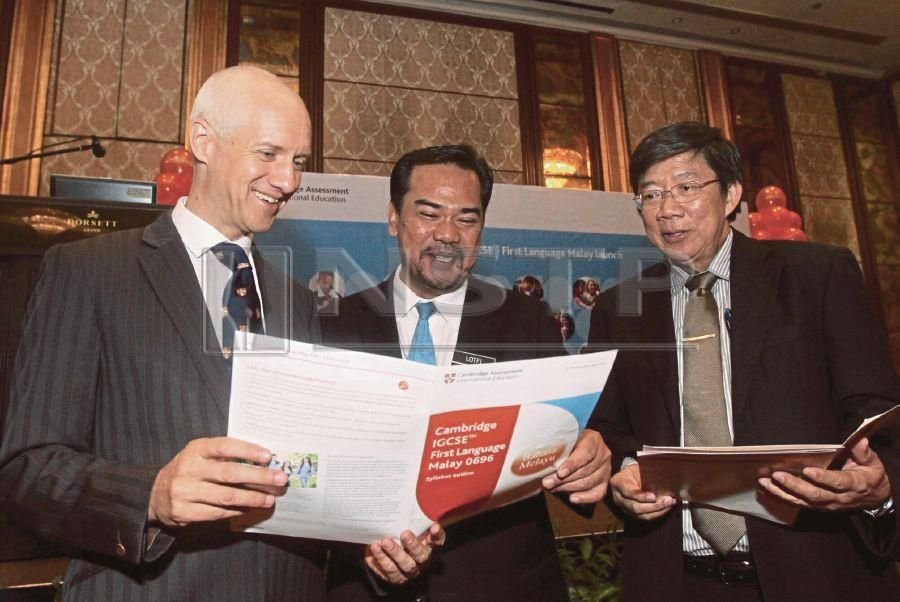 (File pix) (From left) Cambridge AssessmentInternational Education Southeast Asia & Pacific regional director Dr Ben Schmidt, Education Ministry private education division deputy director Ahmad Lotfi Zubir and Cambridge International country director (Malaysia and Brunei) Ng Kim Huat during launch of Cambridge IGCSE First Language Malay syllabus recently. Pix by Amirudin Sahib