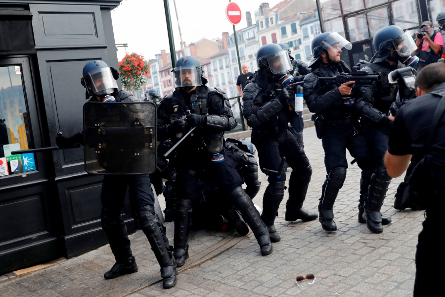 French police fire tear gas at anti-G7 protesters | New