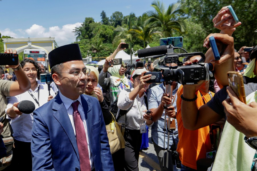PKR communications director Fahmi Fadzil did not reveal much on the Pakatan Harapan emergency meeting. -NSTP/File pic