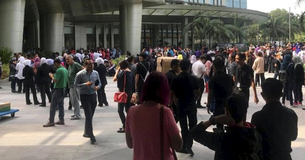 Outlet fire sparks panic at Putrajaya mall