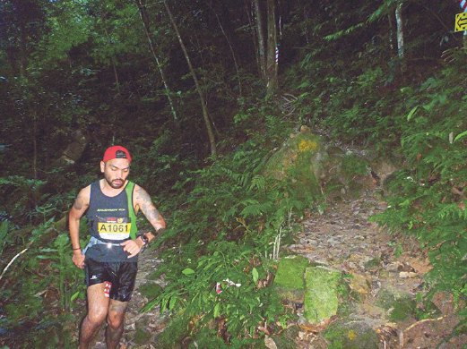 Runner Reza Rebuan navigating the trails.