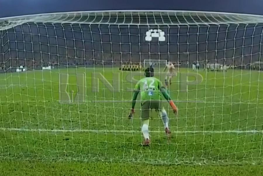 aba0a44d1 Referee fails to spot goalie s offences