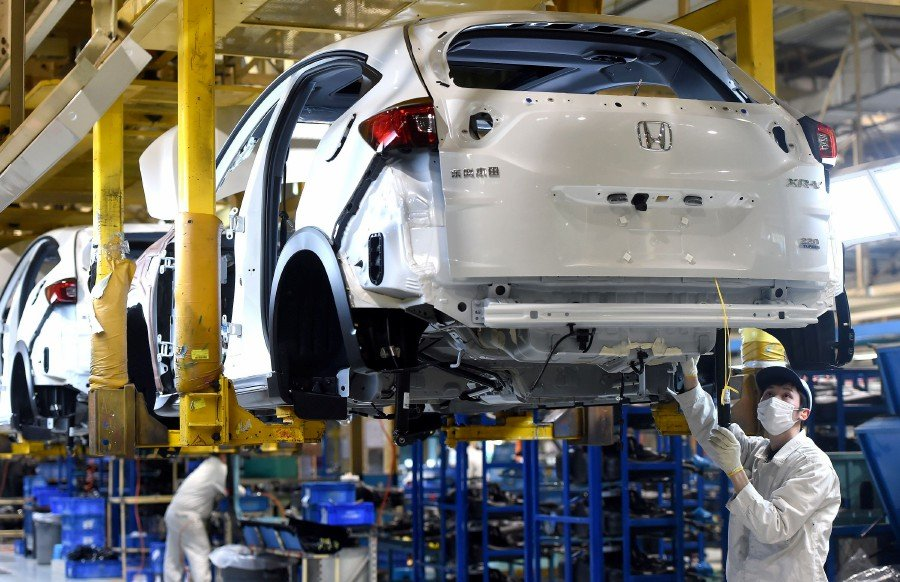 The bid to keep production lines moving comes at a high cost for Japan's auto industry, already squeezed by an expected downturn in consumer demand in markets such as the United States, China and Japan as the coronavirus crisis deepens. -- Reuters photo