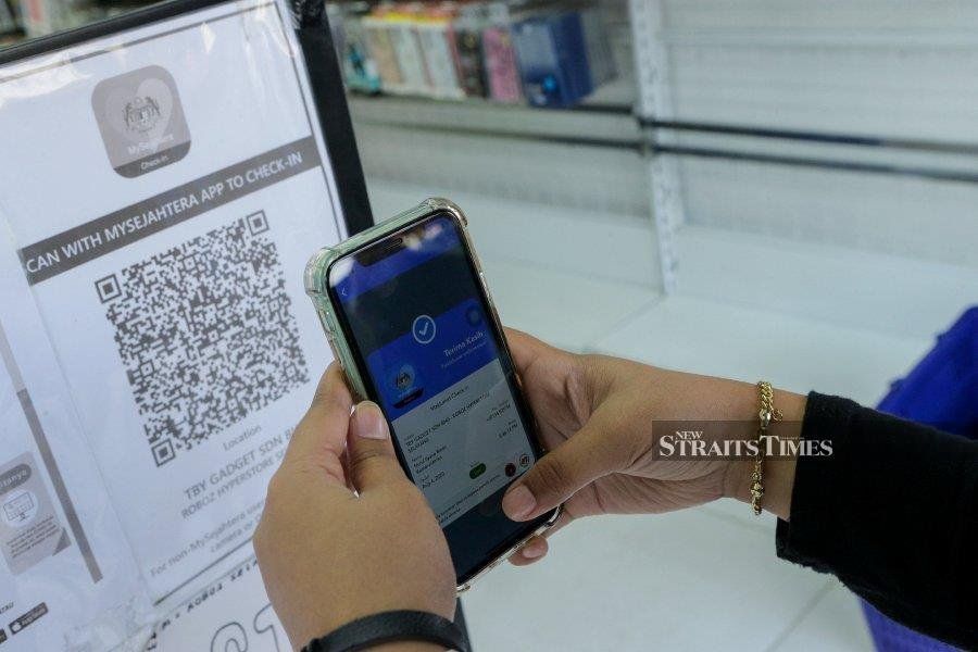 In a situation where many Malaysians were confined to their homes, digital connectivity offered access to information, avenues for companies to continue running their businesses as well as to evoke a sense of community.  -NSTP/File pic