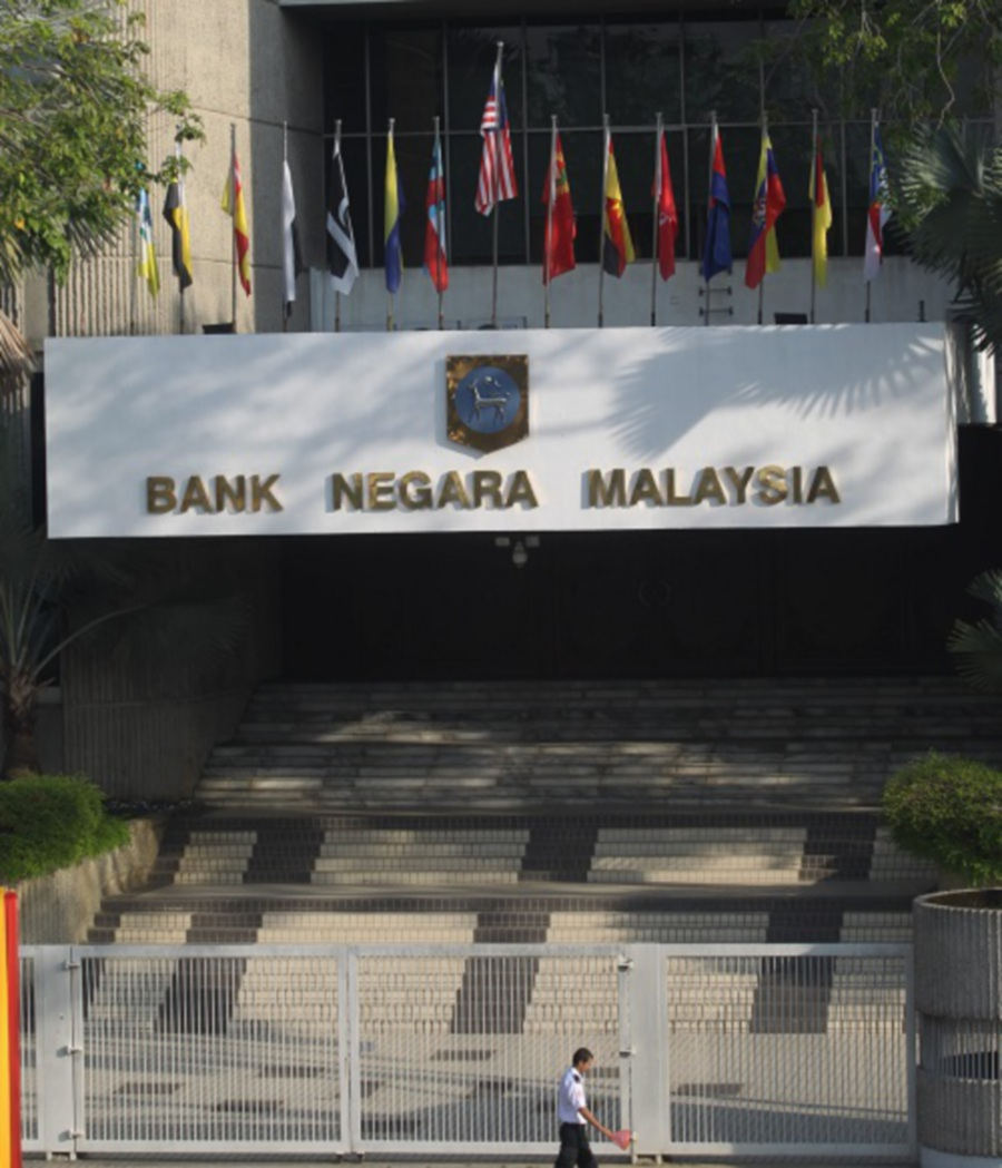 Malaysia's c.bank holds key rate, see growth strengthening