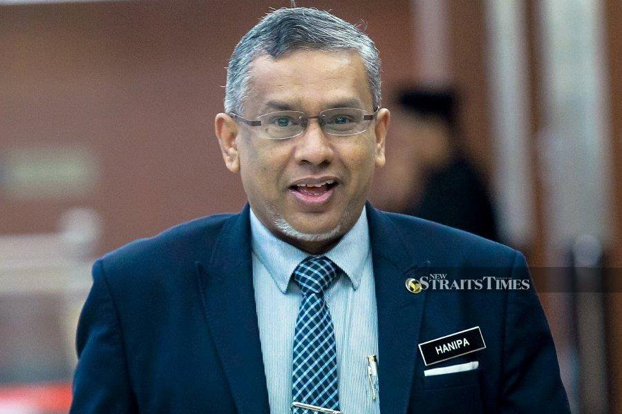 Delivering a joke in bad taste, Deputy Minister in the Prime Minister Department Mohamed Hanipa Maidin said: 'When I saw you, I get confused whether you are a man or woman' in response to a question by Datuk Seri Azalina Othman Said (BN-Umno-Pengerang). NSTP/ASYRAF HAMZAH