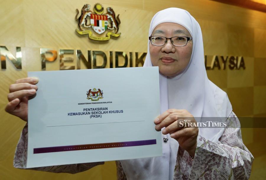 Education  director-general Datuk Dr Habibah Abdul Rahim showing the Pentaksiran Kemasukan Murid ke Sekolah Khusus document in Putrajaya on Wednesday. -NSTP/MOHD FADLI HAMZAH