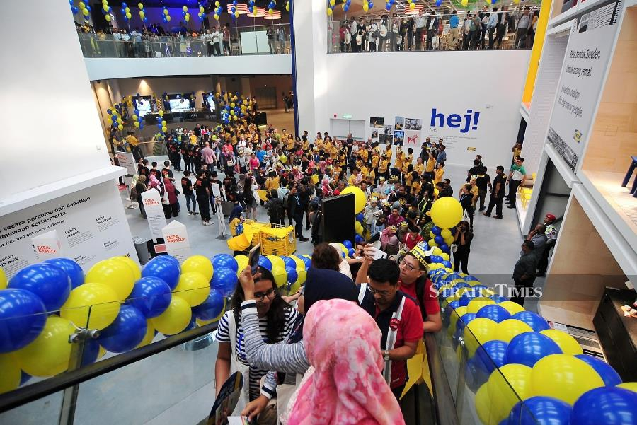 v lkommen over 20 000 swarm penang ikea on opening day new straits times malaysia general. Black Bedroom Furniture Sets. Home Design Ideas