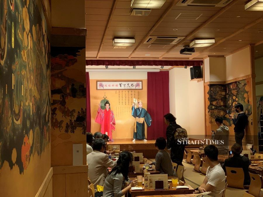 Enjoy a Ryukyuan dance performancewhile having your dinner at Suitenrou Restaurant.