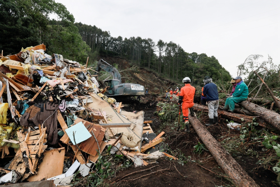 Toll from Japan quake rises to 18 as hopes fade for survivors | New