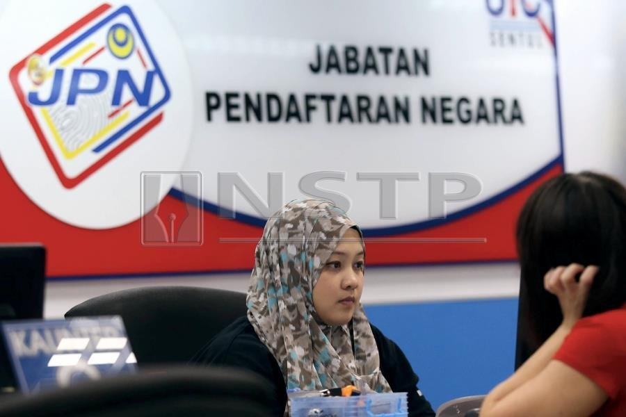 A total of 57,191 people holding Malaysian permanent resident (MyPR) status were awarded Malaysian citizenship between 2008 and Sept this year, Parliament was told today. Pic by NSTP/MOHAMAD SHAHRIL BADRI SAALI