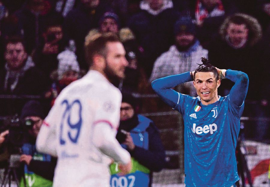 Juventus' Portuguese forward Cristiano Ronaldo (R) reacts during the UEFA Champions League round of 16 first-leg football match between Lyon and Juventus at the Parc Olympique Lyonnais stadium in Decines-Charpieu, central-eastern France, on February 26, 2020. (Photo by FRANCK FIFE / AFP)