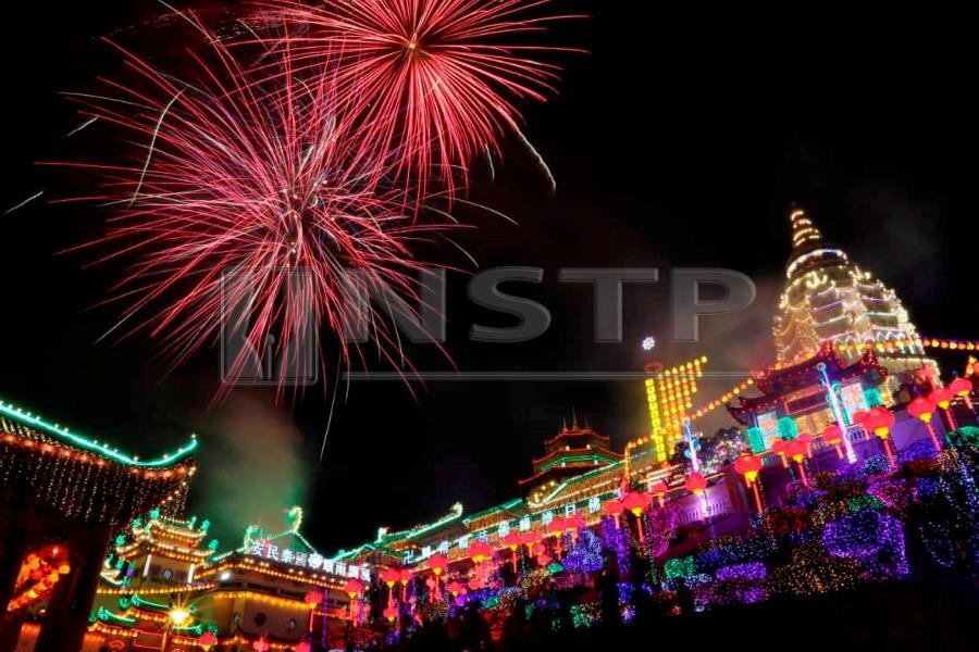 The Penang iconic Kek Lok Si Temple in Air Itam has been transformed into a fairyland of lights to usher in the Year of the Pig. Pic by NSTP/MIKAIL ONG