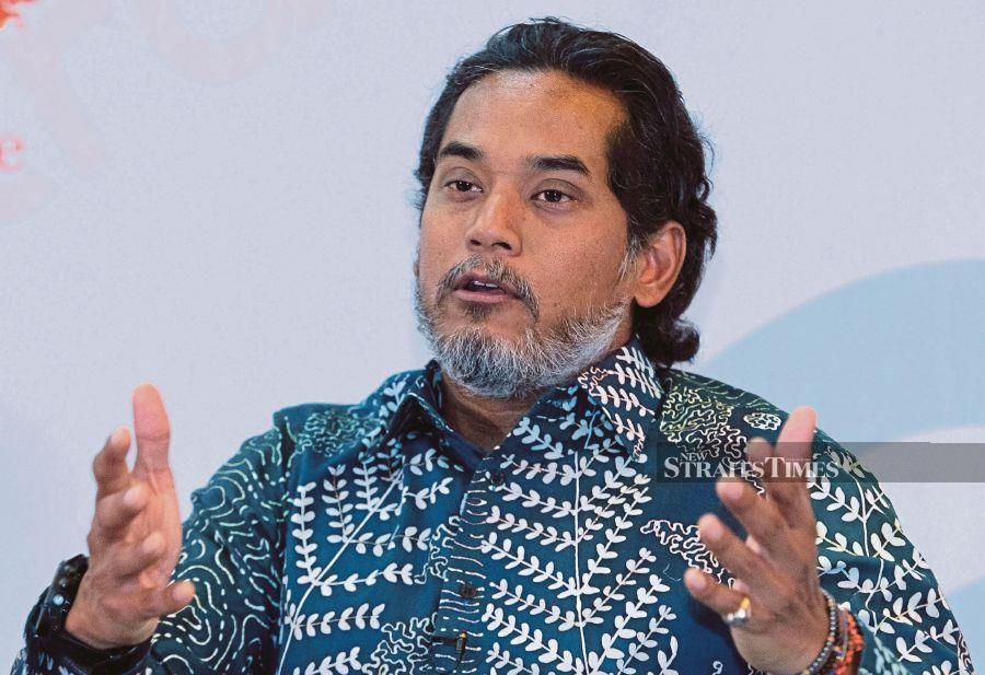 Science, Technology and Innovation Minister Khairy Jamaluddin says Malaysia will launch a smartphone application to track the contacts of Covid-19 patients. – NSTP file pic