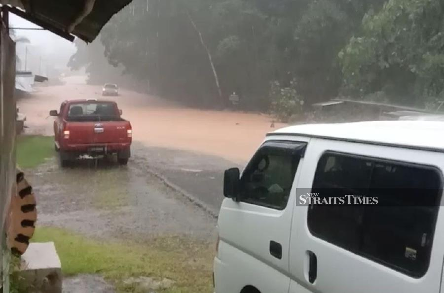 Flooding in Sabah has worsened, with up to 55 villages in 10 districts state-wide inundated as of noon today.  NSTP/ courtesy of NST reader