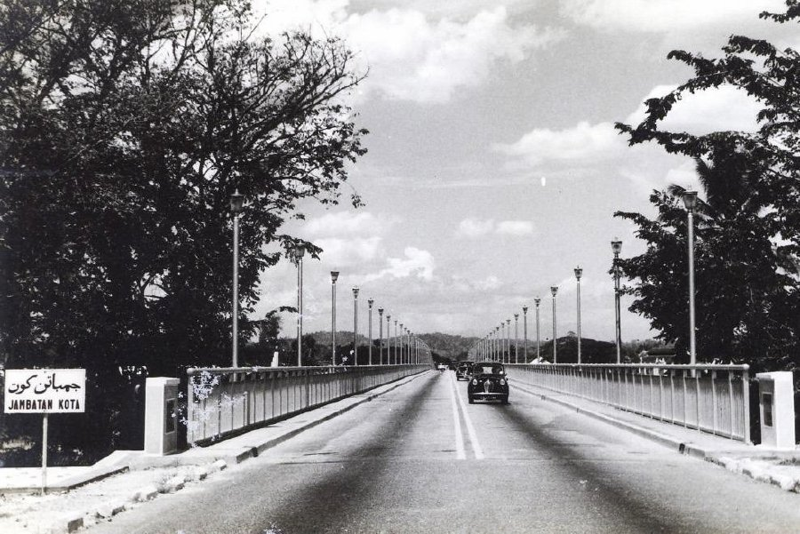Kota Bridge, located in the heart of the royal town of Klang, was built in 1957 and opened by the then sultan of Selangor Sultan Hisamuddin Alam Shah in 1959. It is Southeast Asia's only double-decker bridge. PIX COURTESY OF KELAB WARISAN SUNGAI KLANG