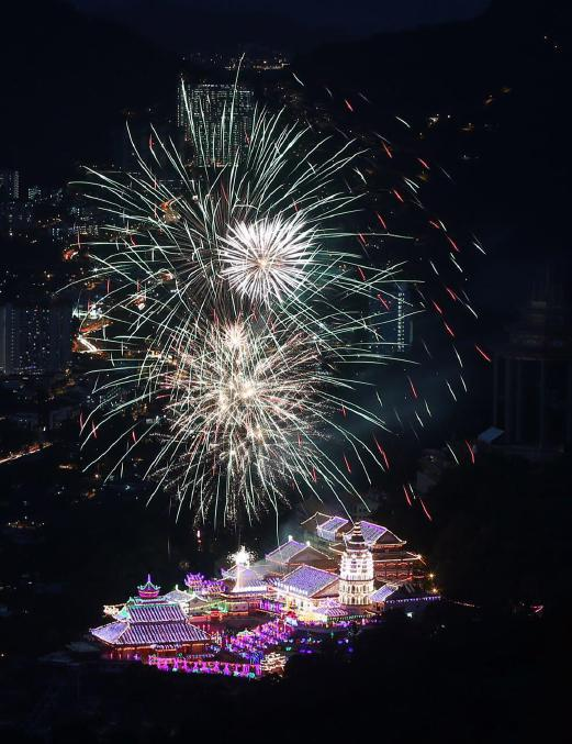 The 126-year-old Kek Lok Si Temple in Air Itam here was all aglow as thousands of lights illuminated the biggest Buddhist temple complex in Southeast Asia. NSTP Photo by DANIAL SAAD.