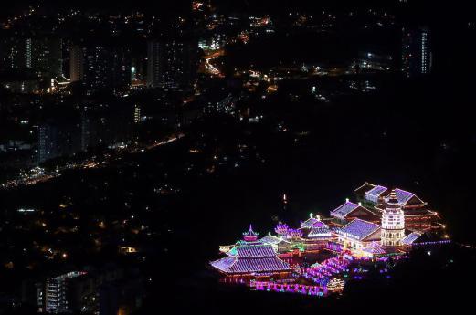 Kek Lok Si transforms into a magical fairyland at night. NSTP Photo by DANIAL SAAD.