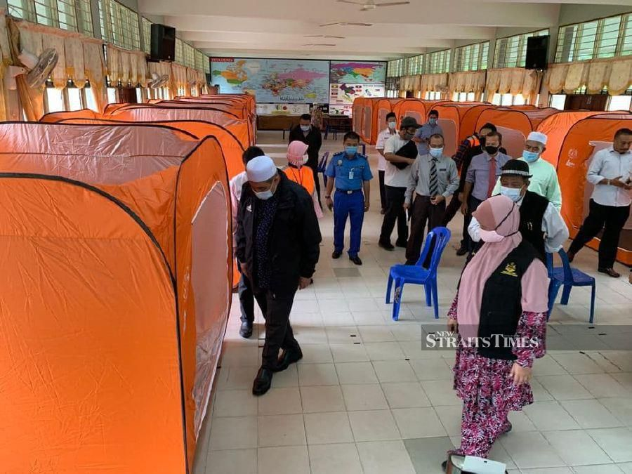 A total of 336 schools in Kelantan will be used as relief centres to accommodate flood victims, including those from Covid-19 red zones. - NSTP/ Sharifah Mahsinah Abdullah