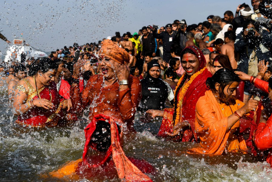 Hindu ascetics lead millions of Indians in holy bath | New