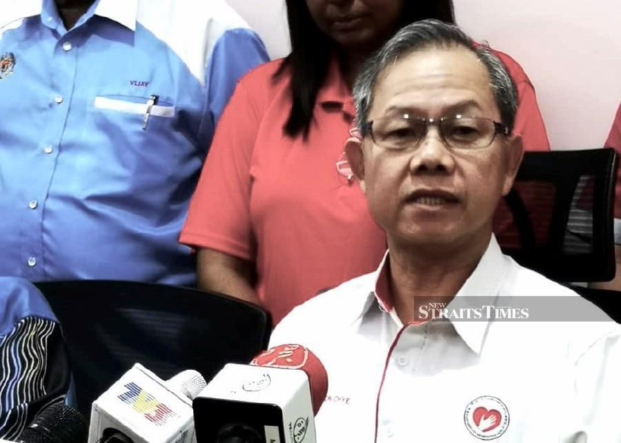 Deputy Health Minister Dr Lee Boon Chye says Malaysia's infectious disease specialists will continue to be guided by evidence based on treatment experience elsewhere, including from China, which has the largest number of cases. - NSTP file pic