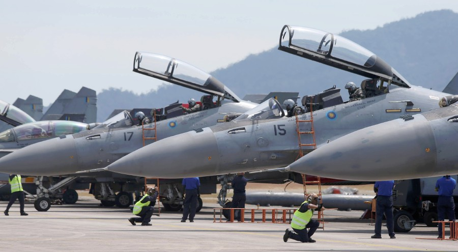 Pilots of the Royal Malaysian Air Force Sukhoi Su-30MKM prepare for take-off at the Langkawi International Maritime and Aerospace exhibition (Lima) 2019. NSTP photo by SHAHRIZAL MD NOOR