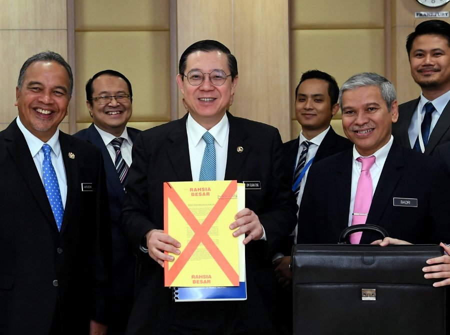 Finance Minister Lim Guan Eng is scheduled to table the much-awaited 2020 Budget in the Dewan Rakyat here, at 4pm today. --fotoBERNAMA (2019) HAK CIPTA TERPELIHARA