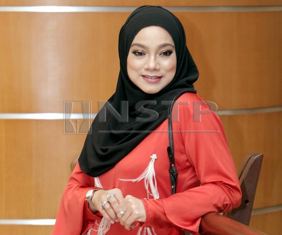 (File pix) Singer Linda Rafar may soon be facing a lawsuit. Pix by NSTP/Saifullizan Tamadi